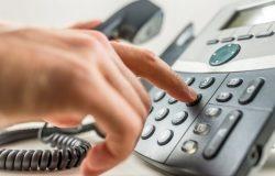 Pour assurer l'accueil téléphonique, une télésecrétaire doit être à l'écoute. Elle doit personnaliser et structurer ses appels efficacement.